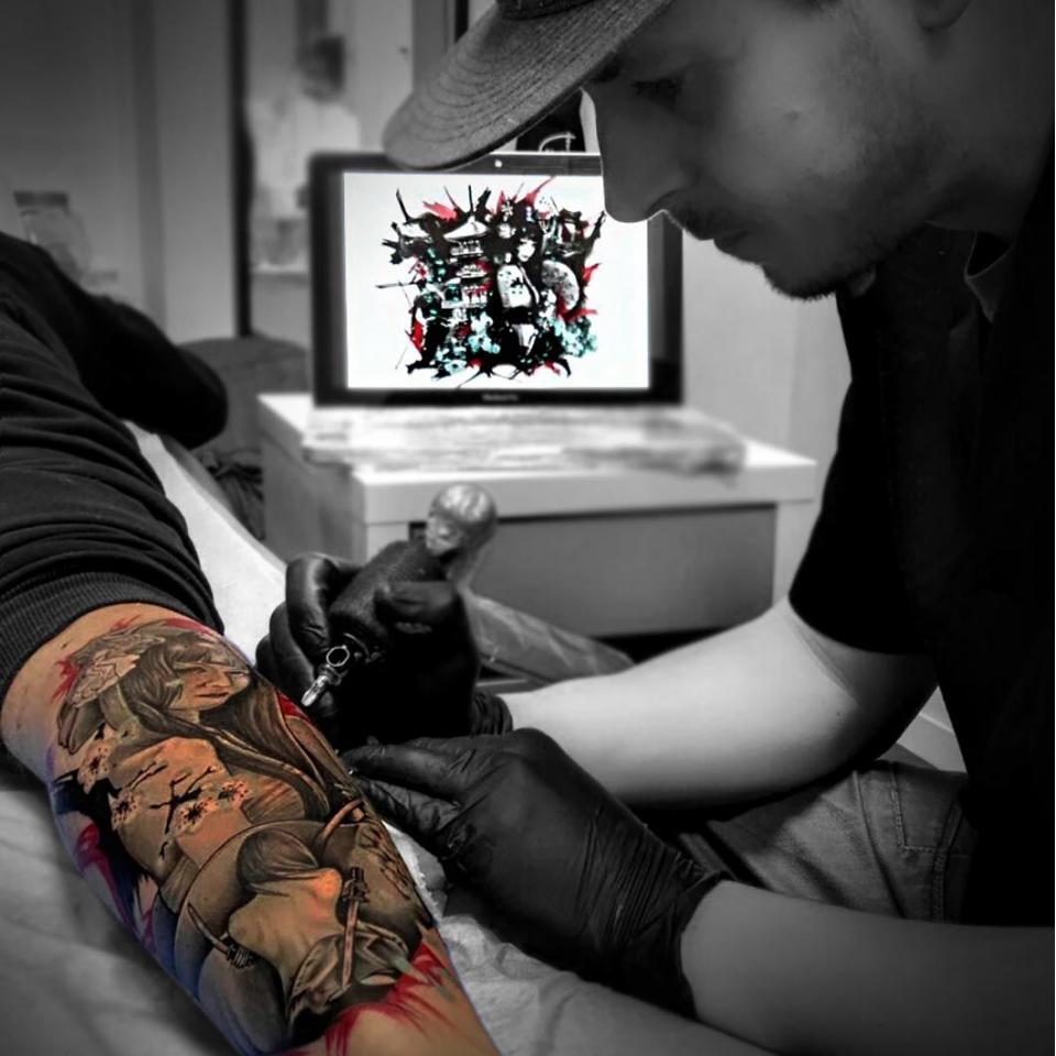 Santi H en Ink Sweet Tatto Madrid, Tatuajes Realistas & New School