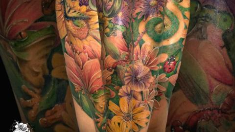 Antebrazo Tatuaje Realista floral a color – Santi H Ink Sweet Tattoo