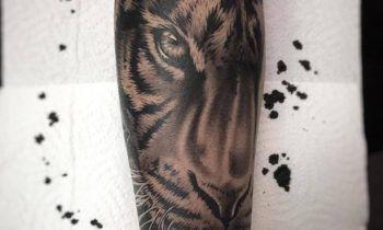Tatuaje de realismo abstracto de Santi H